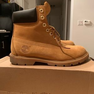 Men's 8 in Timberland Boots